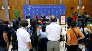 Beatrice Fihn, directora ejecutiva de la Campaña Internacional para la Abolición de las Armas Nucleares (ICAN), asiste a una conferencia de prensa después de que ICAN ganara el Premio Nobel de la Paz 2017, en Ginebra, Suiza, el 6 de octubre de 2017.