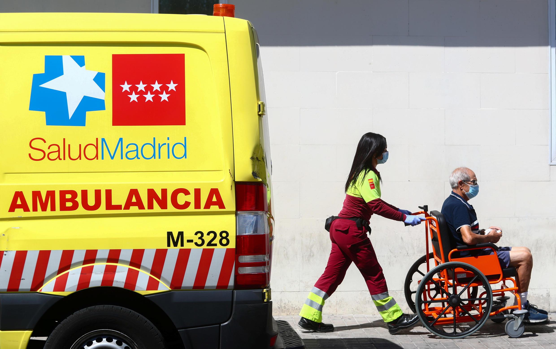 Un patient transporté aux urgences à Madrid le 4septembre2020.