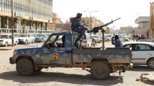 Les forces de Khalifa Haftar patrouillent dans la ville de Sebha, au sud de la Libye, début février.