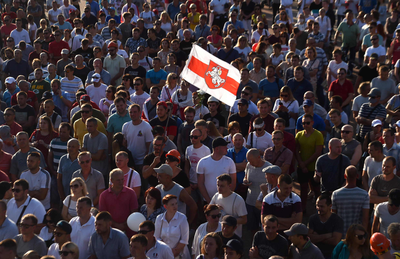 Mineros de Bielorrusia asisten a un mitin de la oposición en la ciudad de Salyhorsk, el 17 de agosto de 2020