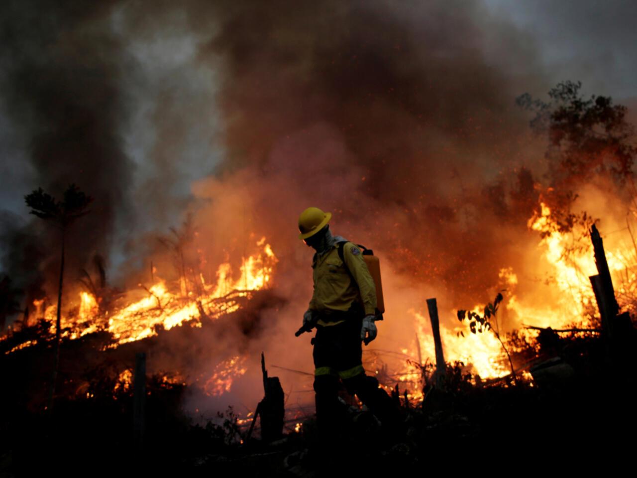 """Bolsonaro dice que incendios en la Amazonía son """"mentira"""", a pesar de los  datos estatales"""
