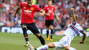 لينيتي (يمين) في مباراة ودية بين سمبدوريا ومانشستر يونايتد في دبلن في 2 اب/اغسطس 2017