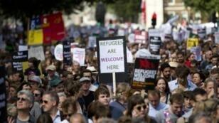 Plusieurs milliers de personnes ont manifesté, samedi 12 septembre, à Londres, en faveur de l'accueil de réfugiés syriens.