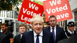 Boris Johnson près de son quartier général de campagne, la veille de l'annonce des résultats de la course à la présidence du Parti conservateur et au poste de Premier ministre britannique.