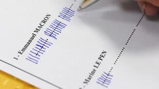 Un décomptage de voix dans un bureau de vote de Quimper le 7 mai.