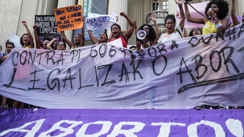 Marchas a favor del aborto en Brasil. Foto archivo.