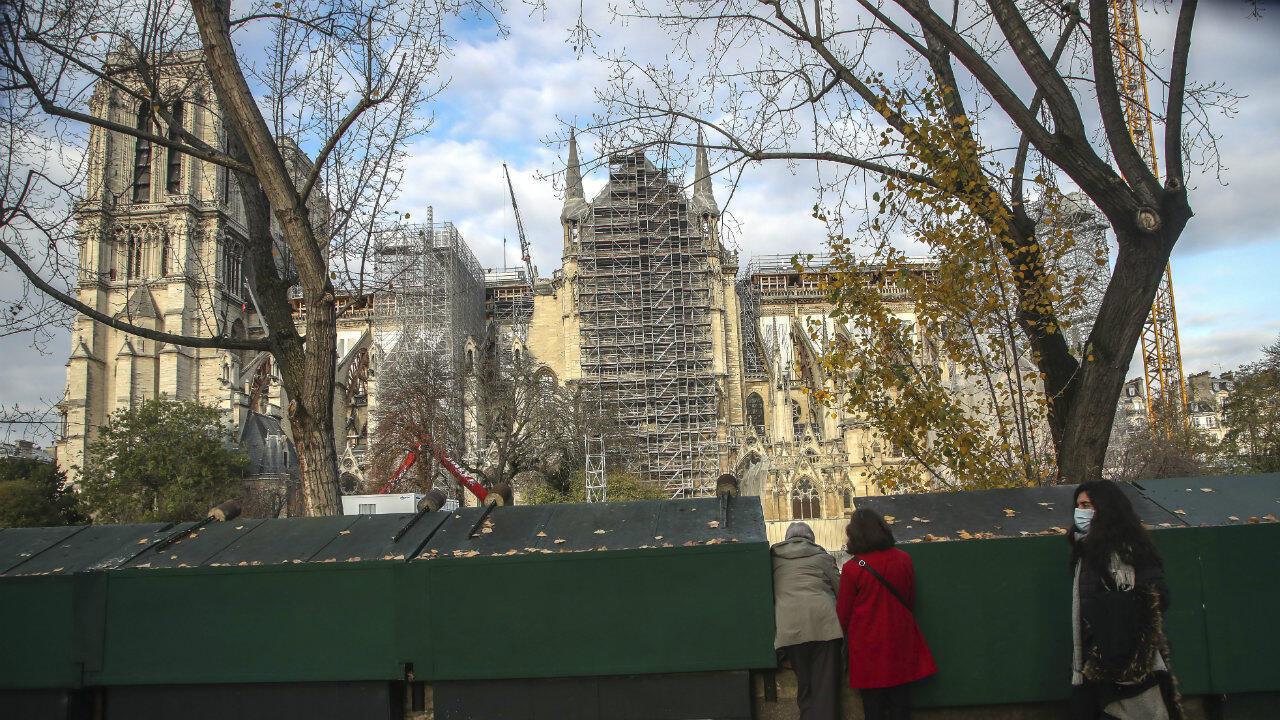 Notre-Dame restoration bouquinistes