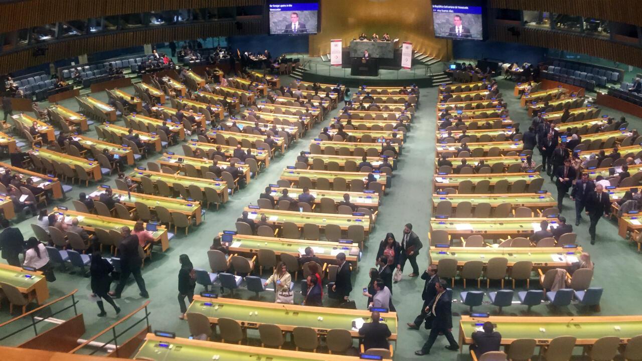 Diplomáticos del Grupo de Lima abandonan la Asamblea General de las Naciones Unidas en protesta, cuando el Ministro de Relaciones Exteriores de Venezuela, Jorge Arreaza, comienza a hablar sobre el multilateralismo, en Nueva York, EE. UU., el 24 de abril de 2019.