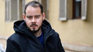 """Spanish rapper Pablo Hasel efuses to turn himself into prison for his tweets, saying: """"they'll just have to come and kidnap me"""""""