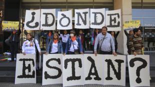 Manifestación exigiendo saber la verdad sobre las ejecuciones de civiles presentados como bajas en combates durante el conflicto colombiano, el 12 de febrero de 2020, en Bogotá