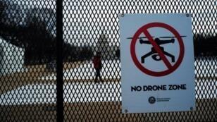 لافتة تحظر الطائرات المسيرة في واشنطن في 19 كانون الثاني/يناير 2017