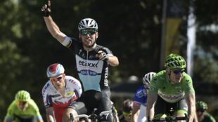 Le Britannique Mark Cavendish (Etixx) a remporté, vendredi 10 juillet 2015, la 7e étape du Tour de France, qui reliait Livarot à Fougères.