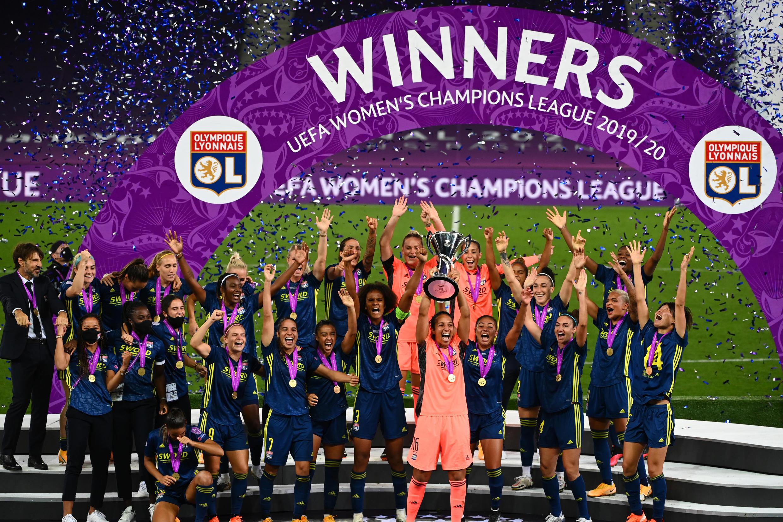 Les joueurs lyonnais célèbrent après avoir battu Wolfsburg en finale de la Ligue des champions le 30 août.