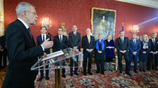 الحكومة النمساوية بقيادة اليميني المحافظ سيباستيان كورتز تؤدي القسم في 18 ديسمبر 2017