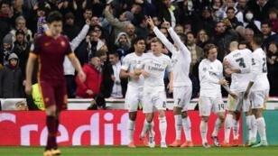فرحة لاعبي ريال مدريد إثر تأهلهم لربع نهائي دوري أبطال أوروبا