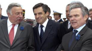 Gérard Larcher, François Fillon et Bernard Accoyer, le 8 mai 2009, à bord du Mistral, au large de Sainte-Maxime.
