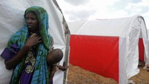Une femme se trouve dans un camp de Kaxda, en périphérie de Mogadiscio, la capitale somalienne, le 9 avril 2017.