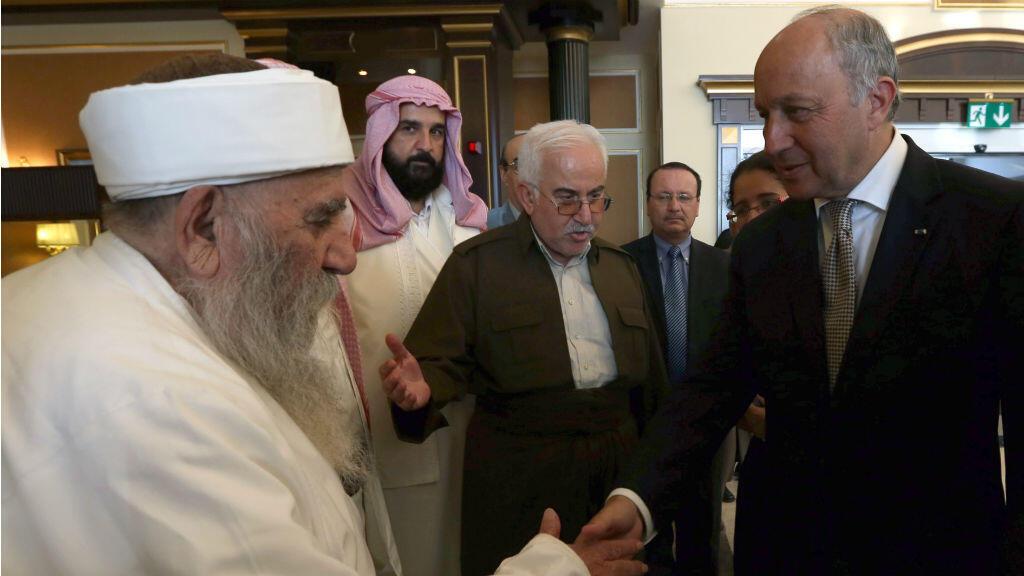 Laurent Fabius rencontre Baba Sheikh, le chef spirituel des Yazidis, à Erbil dimanche.