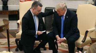 ترامب يستقبل القس الأمريكي أندرو برانسون في البيت الأبيض. 13 تشرين الأول/أكتوبر 2018.