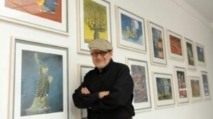 Le dessinateur humoristique argentin Guillermo Mordillo, lors d'une exposition de ses dessins en Allemagne, le 24 juillet 2012