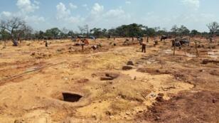 Une mine aurifère à Koflatie, au Mali, à quelques kilomètres de la frontière avec la Guinée voisine, le 28 octobre 2014.