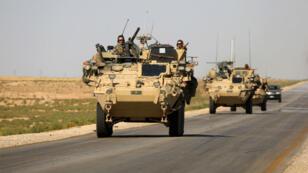 Des troupes américaines patrouillent près du village d'Ain Issa, dans le nord de la Syrie, le 3 juin 2017.
