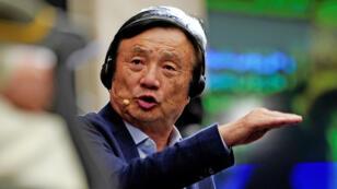 El fundador de Huawei, Ren Zhengfei, asiste a una mesa redonda en la sede de la empresa en Shenzhen, provincia de Guangdong, China, el 17 de junio de 2019.