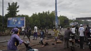 متظاهرون في أحد شوارع باماكو في 11 تموز/يوليو 2020