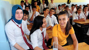 Jeune fille voilée dans une école de Diyarbakır, le 1er octobre 2013.