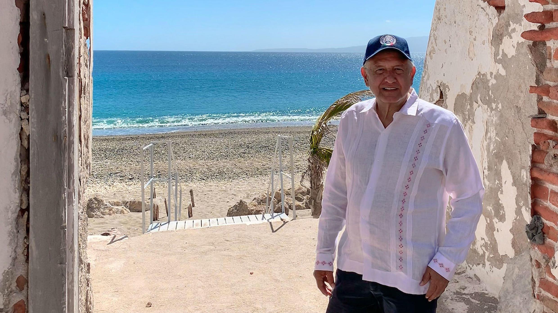 Andrés Manuel López Obrador, durante su visita al penal de las Islas Marias, en las costas del estado de Nayarit, en México el 17 de febrero de 2019.