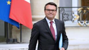 Thomas Thévenoud, le secrétaire d'État au Commerce extérieur et au Tourisme, démissionne.