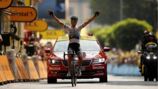 L'Italien Matteo Trentin passe la ligne d'arrivée de la 17eétape du Tour de France, le 24 juillet, à Gap.