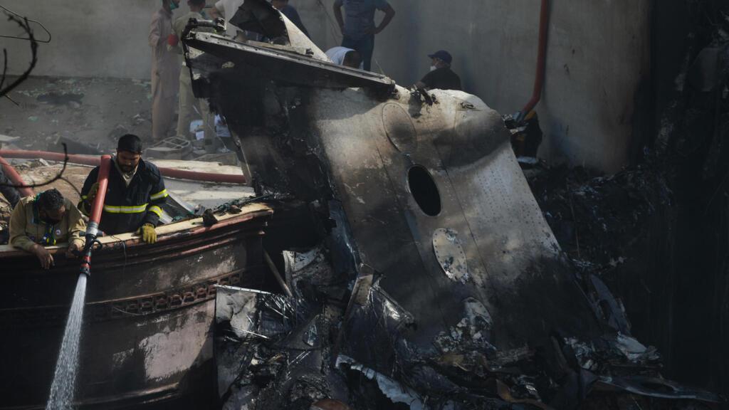 Pakistan : 97 morts et 2 survivants dans le crash d'un Airbus à Karachi
