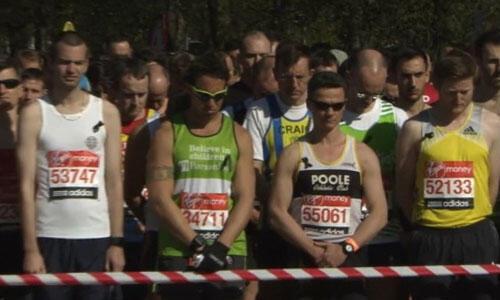 Les marathoniens observent 30 secondes de silence avant de s'elancer