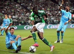St-Etienne se déplace à Nice (13e) avec la prétention de ramener trois points pour talonner Rennes au championnat. (AFP)