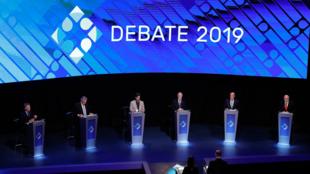Los seis candidatos a la Presidencia de Argentina durante el segundo debate televisado en la Universidad de Buenos Aires, el 20 de octubre de 2019.