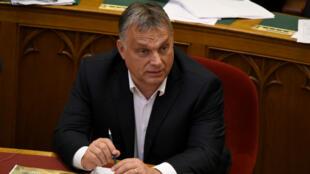 El primer ministro húngaro, Viktor Orban, lideró la iniciativa que penaliza la ayuda a los inmigrantes. Junio 20 de 2018