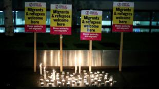 Activistas contra el racismo realizaron una vigilia en Londres, el 24 de octubre de 2019, luego del descubrimiento de 39 cuerpos en un camión el miércoles 23 de octubre.