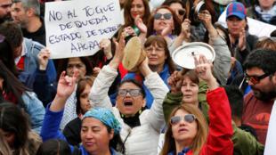 Los chilenos en Valparaíso continúan protestando contra el gobierno de Sebastián Piñera este miércoles 23 de octubre de 2019.