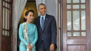 """زعيمة المعارضة البورمية """"أونغ سان سو تشي"""" برفقة الرئيس الأمريكي باراك أوباما"""