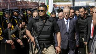 Le Premier ministre palestinien est accueilli par les forces de police du Hamas à son arrivée à Gaza, le 13 mars 2018.