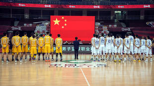Players from Nanjing Monkey Kings and Zhejiang Guangsha Lions paid tribute to those who died of coronavirus