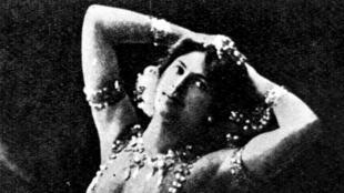 Mata Hari s'est fait connaître en tant que danseuse exotique.
