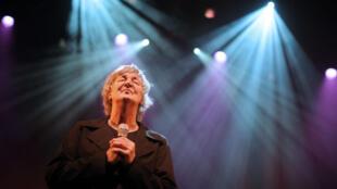 Jacques Higelin, lors d'un concert à la Philharmonie de Paris le 24 octobre 2015 célébrant 50 ans de carrière.
