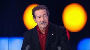 المطرب الجزائري الشهير لونيس آيت منقلات في حوار مع فرانس24