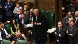 El presidente de la Cámara de los Comunes se inclina hacia adelante antes de una votación en la Cámara de los Comunes. Londres, Reino Unido, el 19 de octubre de 2019.