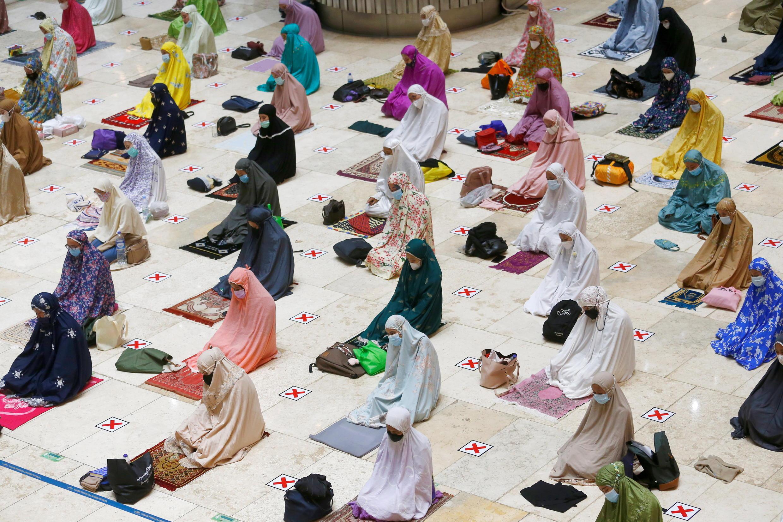 2021-04-12T142436Z_1044489055_RC2EUM9CO6C6_RTRMADP_3_RELIGION-RAMADAN-INDONESIA