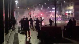 Cientos de ciudadanos salieron a las calles de Bogotá para manifestarse en la tercera jornada de protesta. En numerosos puntos, los agentes de la Policía dispersaron las movilizaciones pacíficas con gases lacrimógenos. 23 de noviembre de 2019.