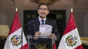 رئيس بيرو مارتن فيزكار يعلن قرار حل البرلمان من العاصمة ليما 30 سبتمبر/أيلول 2019