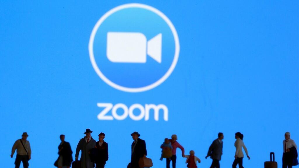 """El """"zoombombing"""" es el término dado a la aparición de hackers en las conferencias realizadas en Zoom sin permiso de los participantes. Estas apariciones ya son investigadas por el FBI en Estados Unidos. Ilustración"""